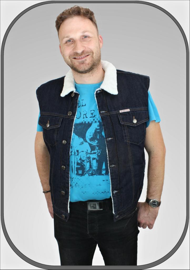 b82ea0e5cf5 Pánská tmavě modrá jeansová vesta s kožíškem MÍŠA